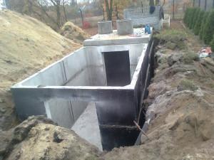osadzanie zbiornika na gnojówkę