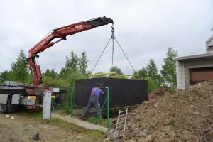 szamba betonowe koło podczas montażu