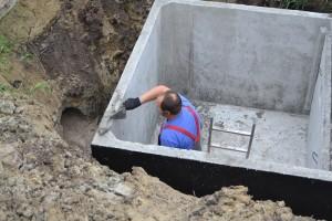 szamba betonowe konin podczas montażu